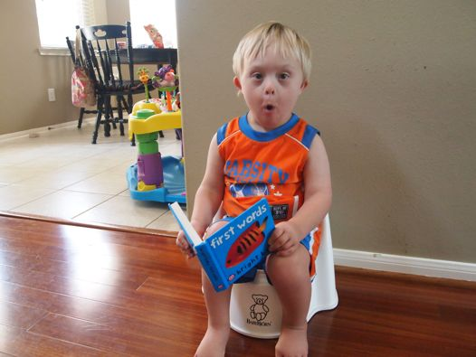 ابني الذكي يقضي حاجته في كل مكان!